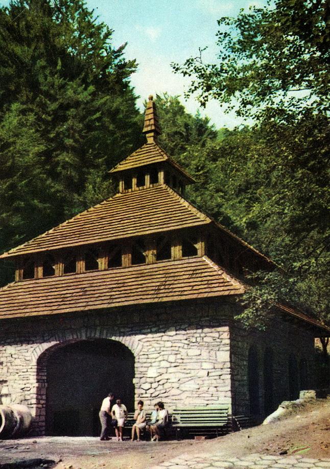 tak wyglądała pijalnia przed wymianą dachu na eternitowy - lata 80-te