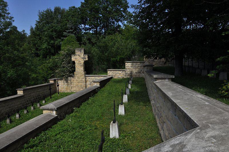 Cmentarz nr 106 w Bieczu - styl typowy dla Mayera.