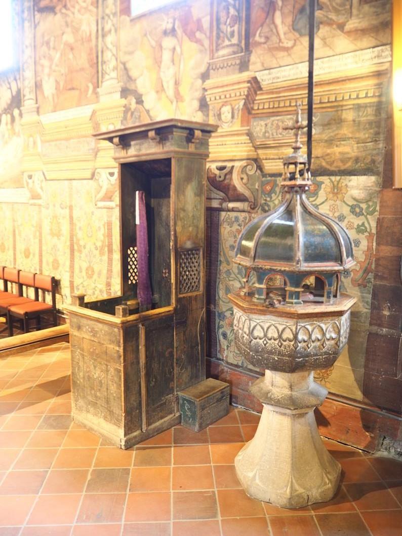 Gotycka chrzcielnica, która wyjątkowo spodobała się St. Wyspiańskiemu.