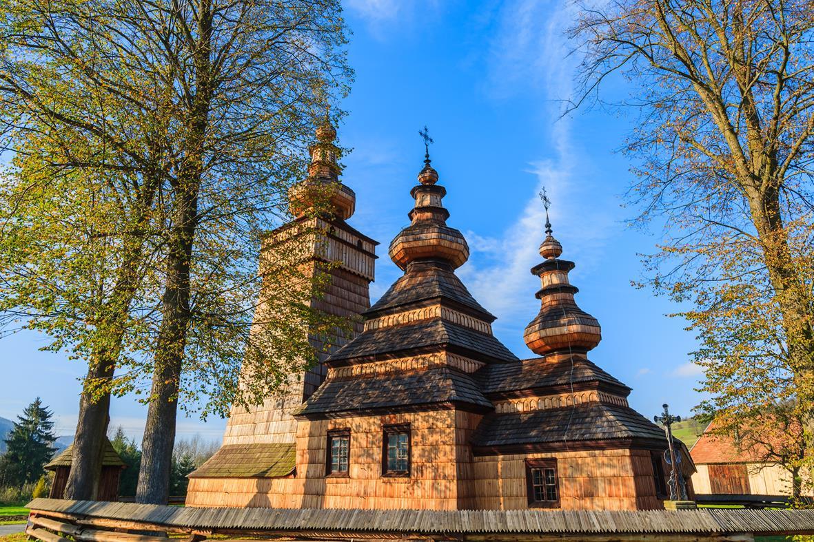 Cerkiew w Skwirtnem - na liście UNESCO, przykład wczesnego typu zachodniego, o bardzo złożonej konstrukcji.