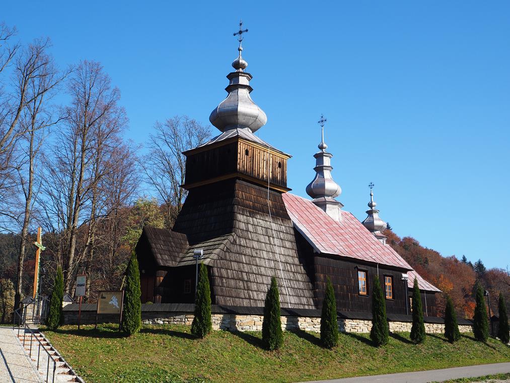 Cerkiew w Kwiatoniu - to już późny typ zachodni, mniej zdobiony, z praktycznym, dwuspadowym dachem.
