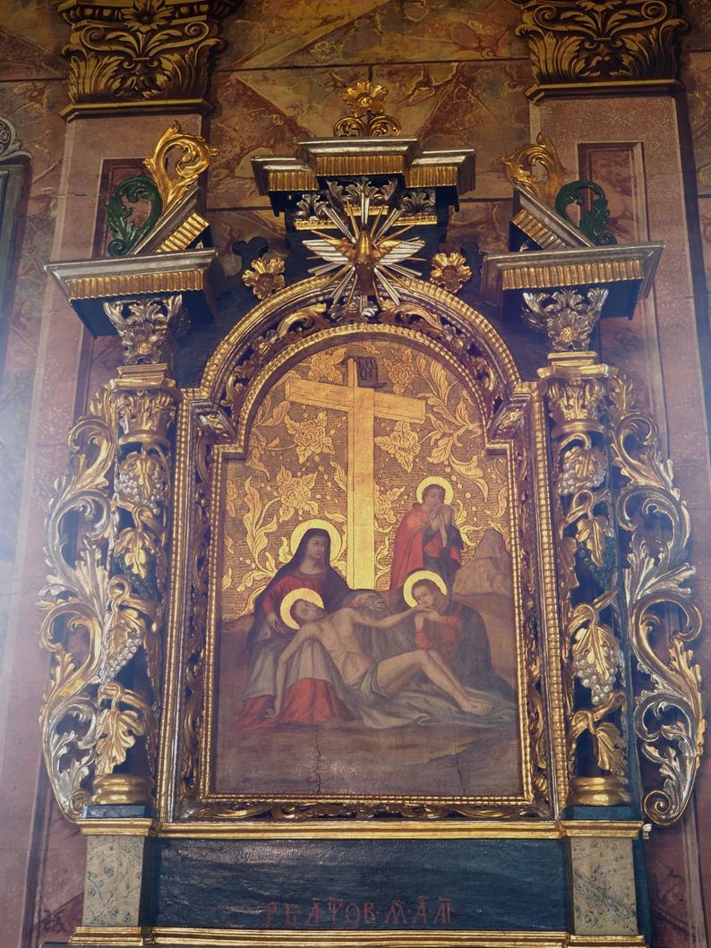 Zdjęcie z krzyża w lewej nastawie ołtarzowej.