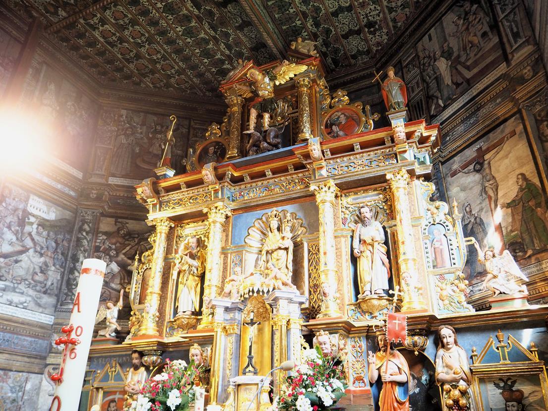 Barokowy ołtarz główny.