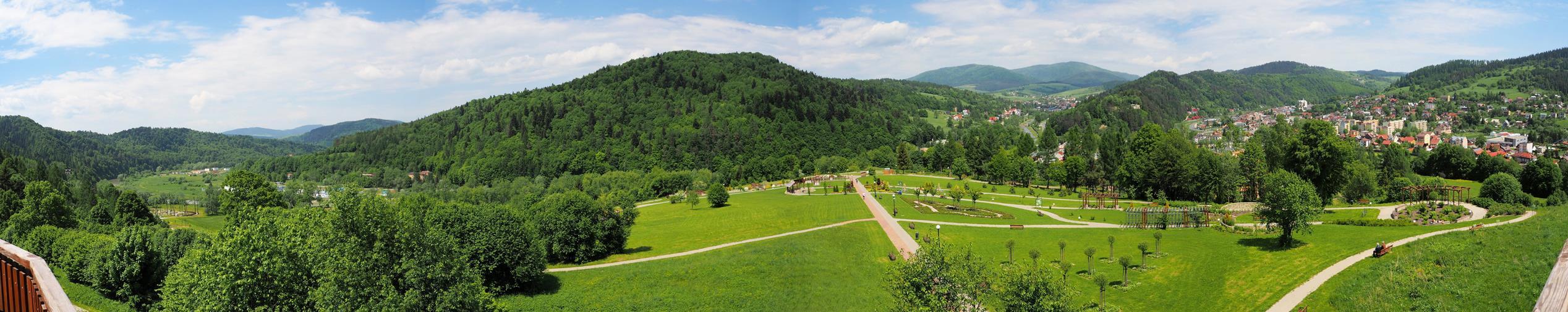 Panorama Muszyny z wieży widokowej w Ogrodach Sensorycznych