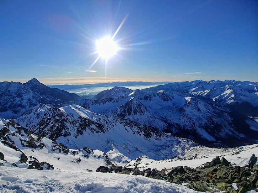Widok ze szczytu Świnicy w kierunku południowo-zachodnim.