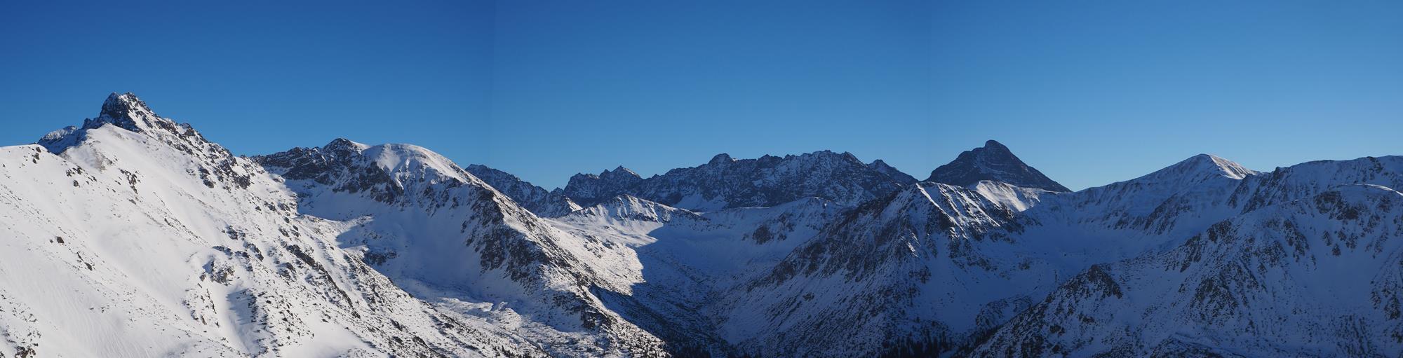 Panorama spod Kasprowego Wierchu - Górna część doliny Cichej, centralnie Cichy Wierch, po lewej Świnica.
