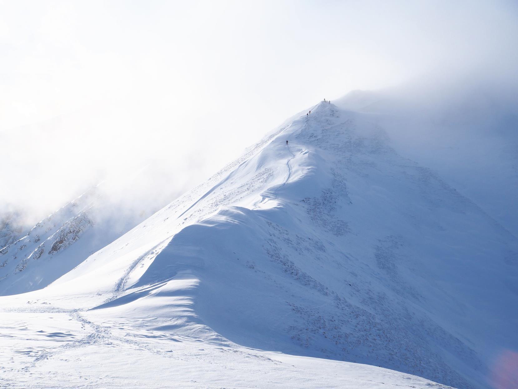 Przełęcz Małołącka - pierwsze silniejsze podmuchy.
