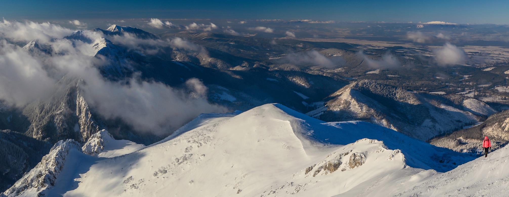 Tatry Zachodnie zimą - widok ze szlaku na Ciemniak