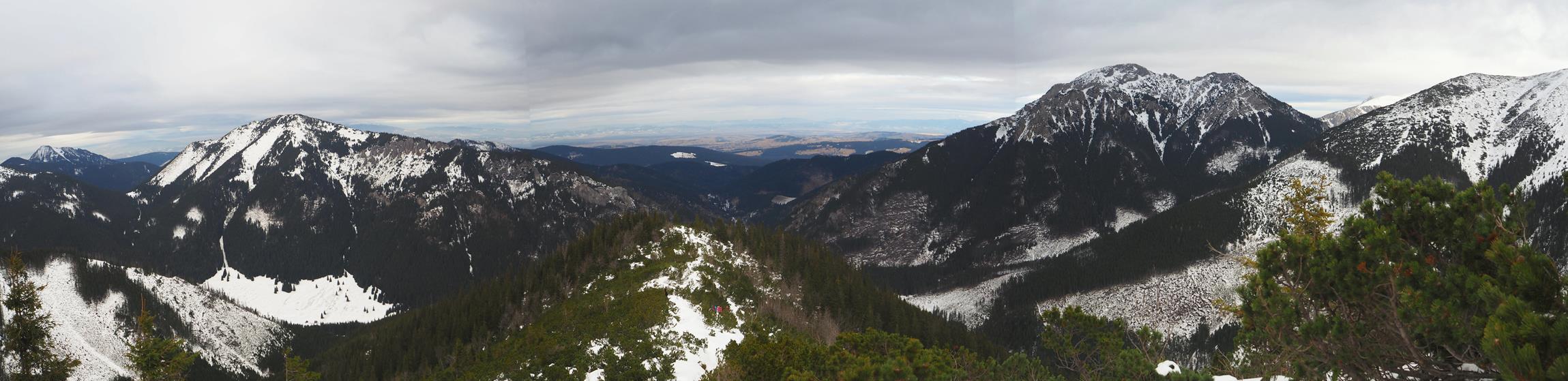 Widok z grzbietu prowadzącego na Trzydniowański Wierch