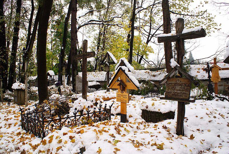 Cmentarz na Pęksowym Brzyzku zimą