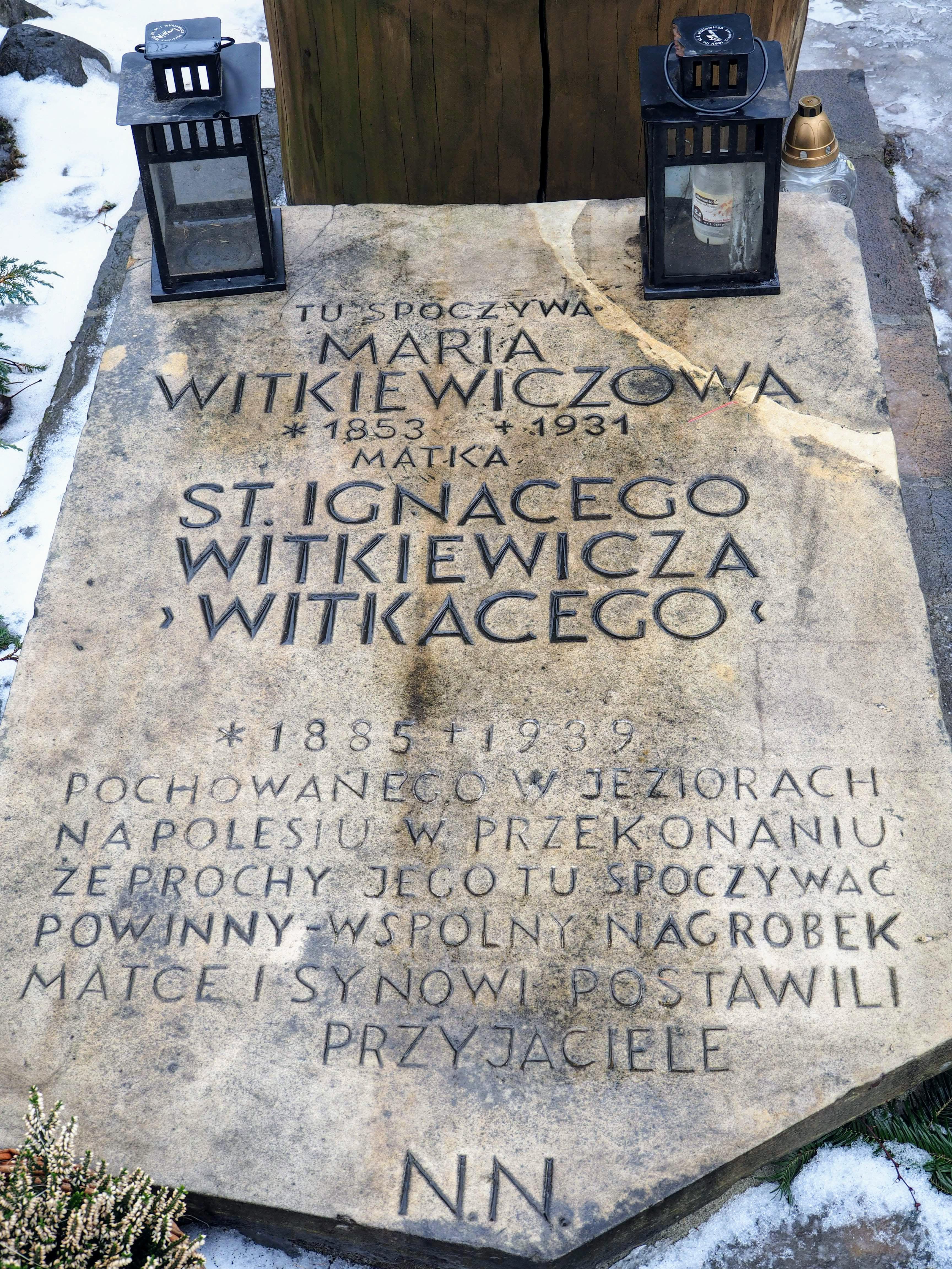 Poruszająca inskrypcja na grobie Matki Witkacego.