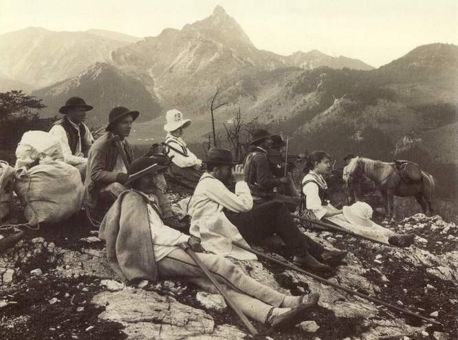 W czasach 'taternictwa mistycznego' więcej się siedziało niż łaziło - celem było raczej obcowanie z Tatrami, niż ich zdobywanie